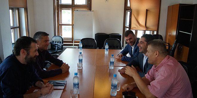 Ministrat Hasani e Klosi pajtohen për agjendë të përbashkët të turizmit mes Kosovës dhe Shqipërisë