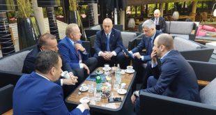 """Opozita vlerëson se udhëtimi i Thaçit drejt Brukselit vetëm me """"partnerët"""" e tij është i dëmshëm"""