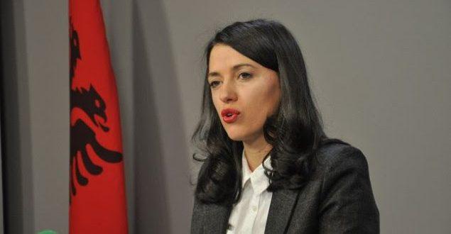 Deputetja, Albulena Haxhiu, ka thënë se Vetëvendosja nuk do të vendosë lule te varri i Ibrahim Rugovës