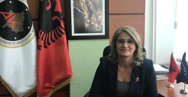 """Teuta Haxhiu thotë se AAK-ja më mirë është të qëndrojë në opozitë sesa të jetë pjesë e qeverisë """"Kurti"""""""