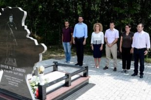VV bën homazhe pranë Lapidarit të Heroit, Enver Zymberi