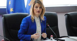Ministrja e Integrimit Evropian, Dhurata Hoxha, ndihet shumë e dëshpëruar për mos liberalizimin e vizave