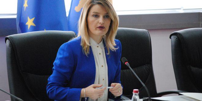 Ministrja Hoxha raporton në Komisionin për Punë të Jashtme, Diasporë dhe Investime Strategjike