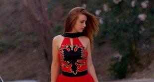 Flet stilistja Ina Gjoka: Stilimi im më i bukur fustani me flamurin kuq e zi realizuar për 100-vjetorin e Pavarësisë