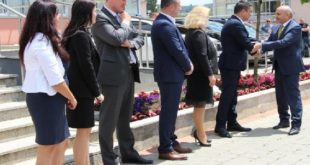 Mustafa ndihet komod nën flamujt e Serbisë në Graçanicë, nuk pyet për flamurin e Kosovës