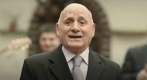 Njëri ndër këngëtarët e njohur të muzikës shqiptare, Ismet Peja, është ndarë nga jeta në moshën 83-vjeçare