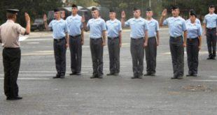 """16 kadetë të rinj të FSK-së dhanë betimin në kazermën """"Adem Jashari"""" në Prishtinë"""