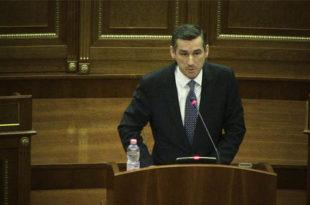 Kadri Veseli: Peticioni për Astrit Deharin nuk iu ka drejtuar Kryesisë së Kuvendit