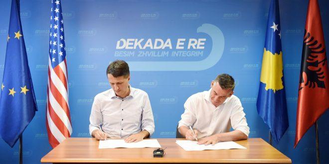 Partia Demokratike e Kosovës dhe Lëvizja për Bashkim nënshkruan marrëveshje koalicioni për zgjedhjet e 6 Tetorit