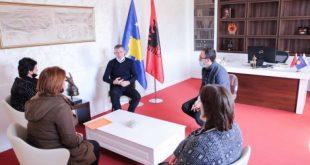 Kryetari i Partisë Demokratike të Kosovës, Kadri Veseli, priti në takim udhëheqëset e Shoqatës së Grave të Dëshmorëve