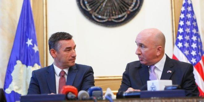 """Kryekuvendari Veseli dhe kompania """"Stone Alliance"""" nënshkruan memorandum mirëkuptimi për investime"""