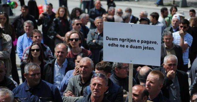 Punëtorët eKEK-ut protestojnë sot para Qeverisë së Kosovës, për të kërkuar heqjen e kësaj kompanie nga ligji për pagat