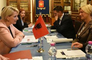 Kodheli dhe Pinotti vlerësuan marrëdhëniet dhe bashkëpunimin mes Shqipërisë dhe Italisë