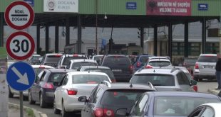 Nuk ka kolona të automjeteve në pikat e vendkalimeve kufitare me përjashtim në Vërmicë ku pritjet janë 20 deri në 30 minuta