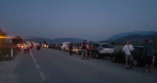 Shqiptarët e mbetur në radhën rreth 20 kilometra, në Kakavijë, kanë pritur orën 6:00 të mëngjesit për të hyrë në Greqi