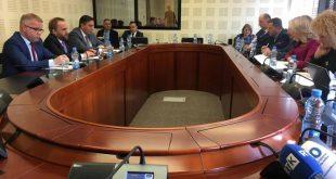 Ministri i Drejtësisë, Abelard Tahiri, raporton në Komisionin për Integrime Evropiane për zbatimin e MSA-së dhe ERA-së