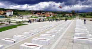 Nesër në Prekaz me rastin e 22 vjetorit të sulmit të dytë të forcave serbe mbi familjen Jashari organizohen homazhe