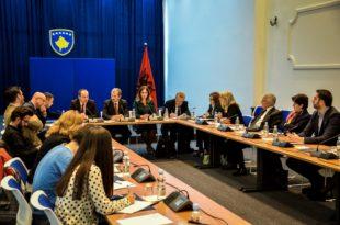 Vetëvendosja: Nxënësit serbë në Kosovë punojnë me plan-programet e Serbisë