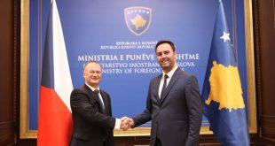 Ministri Konjufca e pret në takim shefin e Ambasadës së Republikës së Çekisë në Prishtinë, Pavel Bilek