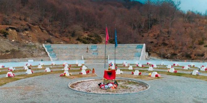 """Të gjithë dëshmorët e Brigadës 138 """"Agim Ramadani"""" dekorohen nga kryetari Thaçi me urdhrin """"Hero i Kosovës"""""""