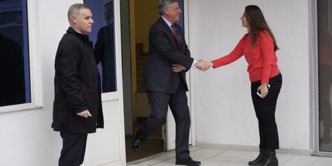 Ambasadori Kosnett takon krerët e LDK-së, diskuton për përpjekjet e formim të koalicionit qeverisës më Vetëvendosjen