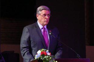 Ambasadori Kosnett kërkon drejtësi për të mbijetuarit e dhunës seksuale në Kosovë dhe në mbarë botën