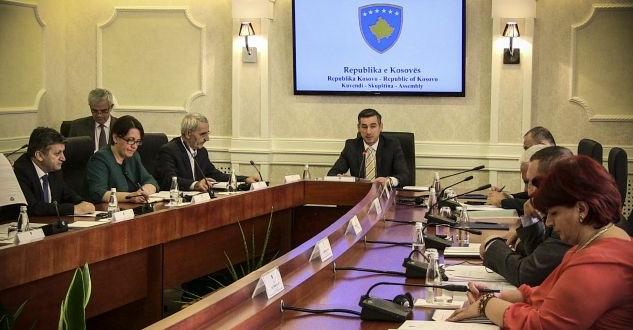 Kryesia në detyrë e Kuvendit të Kosovës ka marrë vendim që të ndërpriten privilegjet e deputetëve