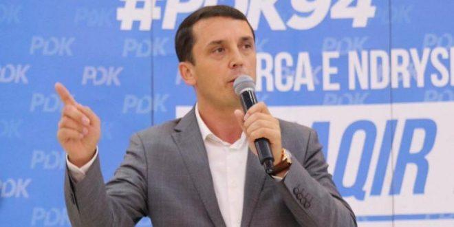 Deputeti i PDK-së Kujtim Gashi e quan joserioze ftesën e Hotit në rrjete sociale për takim të liderëve politikë