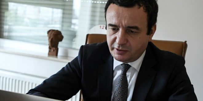 Kryetari i Vetëvendosje, Albin Kurti, ka kërkuar nga shqiptarët në Amerikë ta votojnë Xho Bajdenin e jo Donald Trumpin