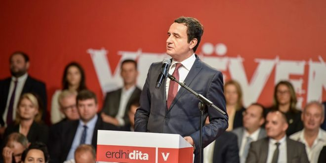 Lideri i Lëvizjes Vetëvendosje, Albin Kurti premton të investojë 160 milionë euro në arsim dhe 120 milionë euro në shëndetësi