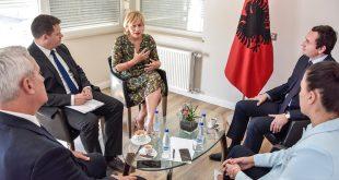 Kryetari i Vetëvendosjes, Albin Kurti, ka pritur sot në takim lamtumirës ambasadoren e Kroacisë Marija Kapitanoviq