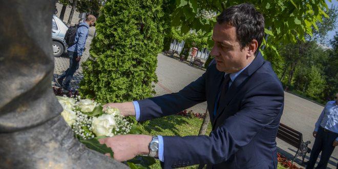 """Një delegacion i Lëvizjes Vetëvendosje viziton Universitetin e Prizrenit, """"Ukshin Hoti"""""""