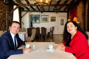 Kryetari i Lëvizjes Vetëvendosje, Albin Kurti është takuar sot me nënkryetaren e LDK-së, Vjosa Osmani
