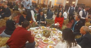 """Kryetari i Gastronomëve, Petrit Kllokoqi ka reaguar pas publikimi të fotografive nga e ashtuquajtura, """"Darkë e Lamës"""""""