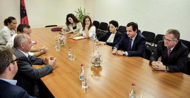 Kurti: Kryetari Hashim Thaçi po bën pazare të dëmshme me Serbinë