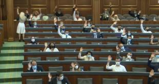 """Disa deputetë të Vetëvendosje nuk dinë ta shkruajnë fjalën """"shqiptar"""", në Formularin për Broshurën Parlamentare"""