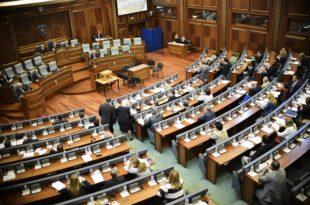 Sot në Kuvendin e Kosovës mbahet seanca e jashtëzakonshme e thirrur nga partitë opozitare