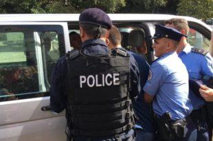 Policia është përleshur me pronarët e banesave në Dardani, që nuk kanë pranuar t'i lëshojnë ato