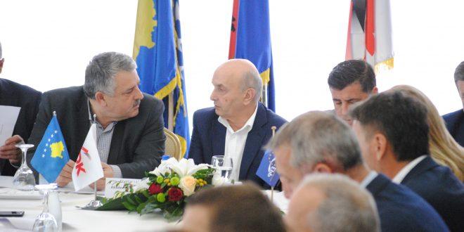Isa Mustafa i mbledh në takim kryetarët e degëve të LDK-së për të diskutuar rreth zhvillimeve të fundit politike