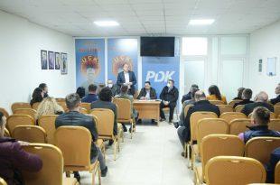 Kryetari në detyrë i Partisë Demokratike të Kosovës, Enver Hoxhaj i takon degët e PDK-së në Skënderaj dhe Drenas