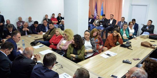 Fatmir Limaj ka takuar sot Kryesinë e Nismës Socialdemokrate të degës së kësaj partie në Malishevë