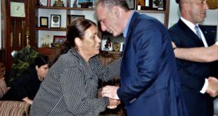Zëvendëskryeministri i vendit, Fatmir Limaj shkon në Gllogjan për ngushëllime në shtëpi Haradinajve