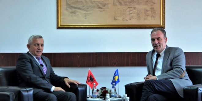 Zëvendës-kryeministri Fatmir Limaj, priti ambasadorin e Republikës së Shqipërisë në Kosovë, Qemal Minxhozi