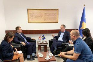 Zëvendëskryeministri Limaj takon ambasadorin e ri të Mbretërisë së Bashkuar në Kosove, Nicholas Abbott