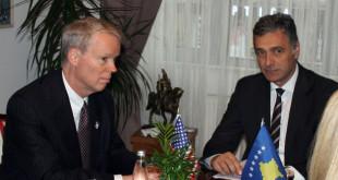Kryeprokurori Aleksander Lumezi, priti në takim ambasadorin amerikan në Kosovë, Greg Delawie