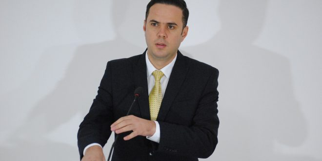 Ministri Abdixhiku e anulon projektin e studimit për gjendjen e ndotjes me asbest përshkak të shkeljeve procedurale