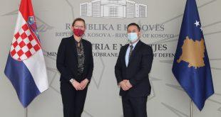 Ministri i FSK-së priti ambasadoren e Republikës së Kroacisë në Kosovë, Danijela Barishiq