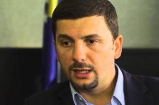 Memi Krasniqi: Në këtë ditë mendjet dhe zemrat tona janë me familjet e dëshmorëve, me invalidët dhe veteranët e UÇK-së