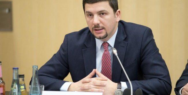 Memli Krasniqi thotë së shumë shpejt do të votohet propozimi për Tribunalin për krimet serbe në Kosovë