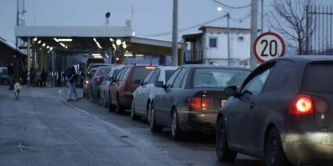 MPB: Në pikëkalimin kufitar të Merdarit, pritjet në hyrje kanë qenë të gjata deri në katër orë